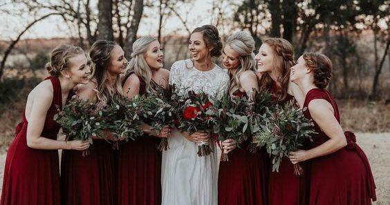 Casamento: as madrinhas devem usar a mesma cor de vestido?