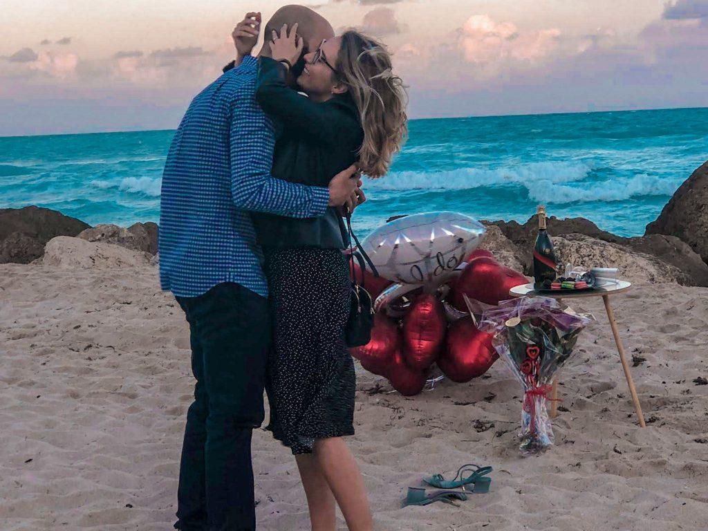 pedido de casamento na praia com decoração