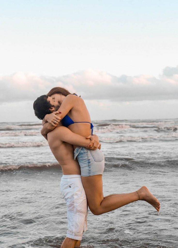 pedido romântico em praia de Santa Catarina