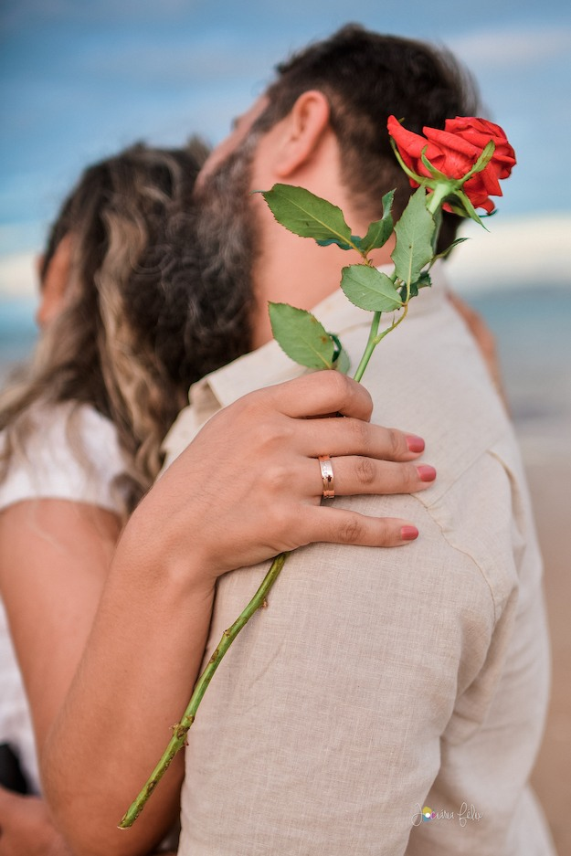 pedido de casamento romântico em praia
