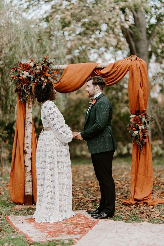altar com tecido para casamento no campo