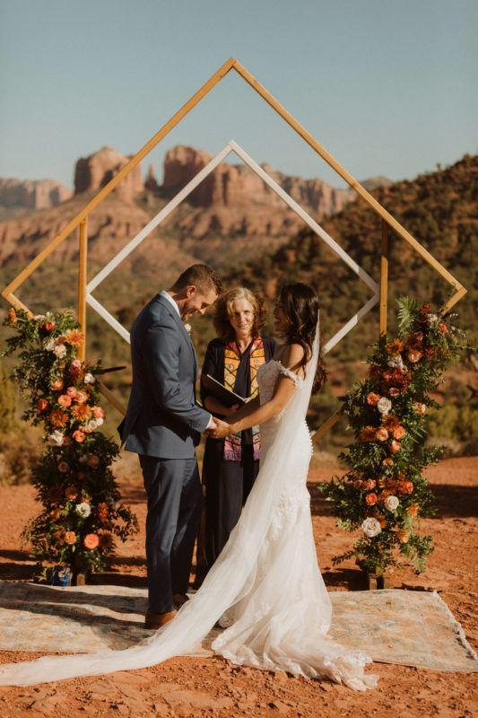arcos em forma de losango para casamento