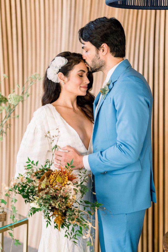 buquê de casamento no campo