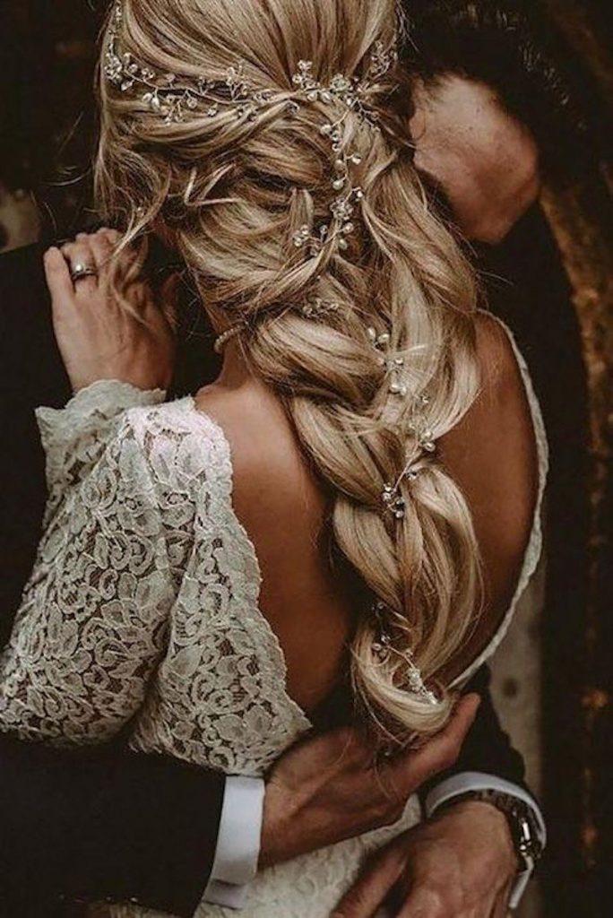 penteado com trança para noiva boho