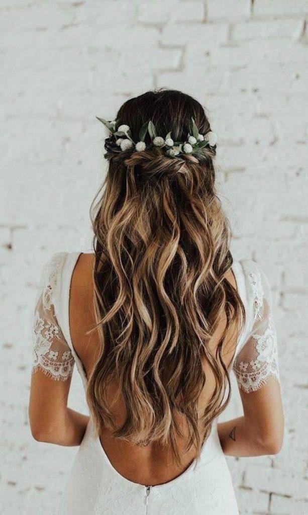 flor no cabelo para noiva boho