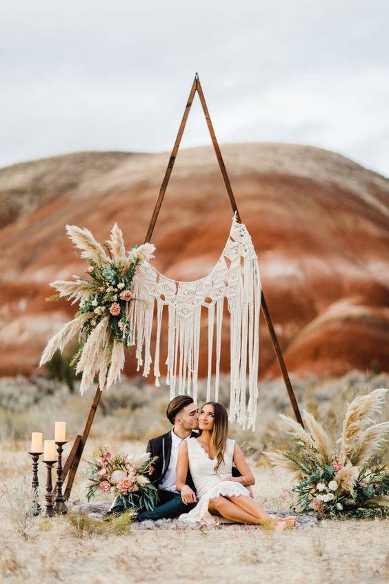 casamento boho com arco com macramê