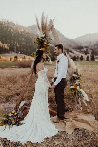 casamento boho com arco geométrico