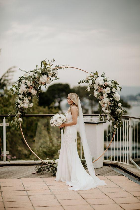 arco circular com flores