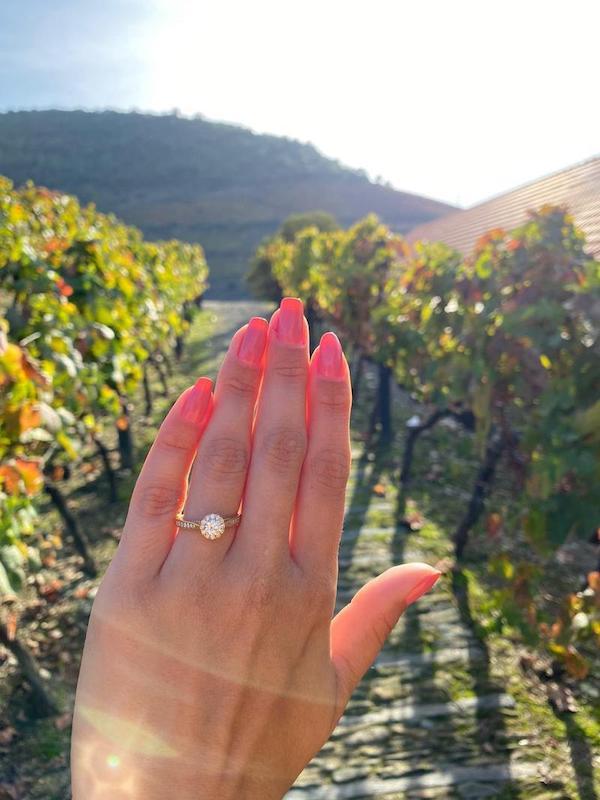 pedido com anel de noivado em Portugal