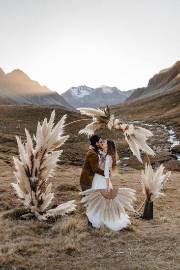 altar de casamento com capim dos pampas para casamento boho