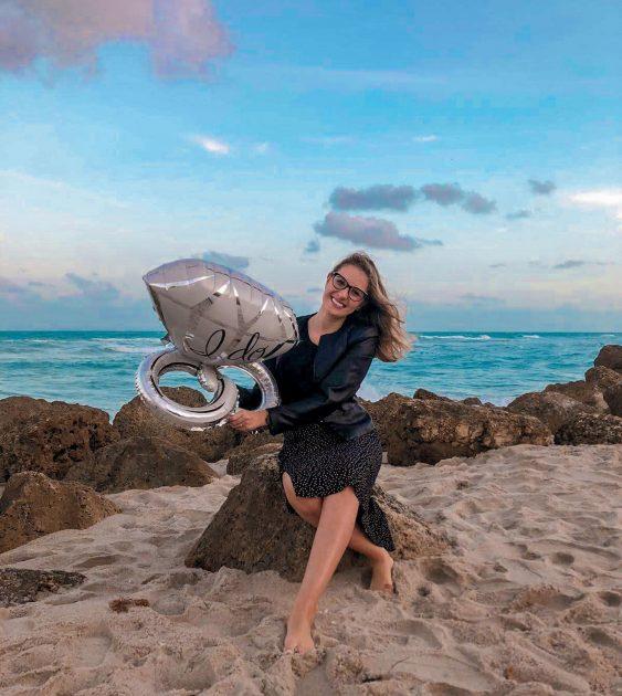 pedido de casamento ao ar livre na praia