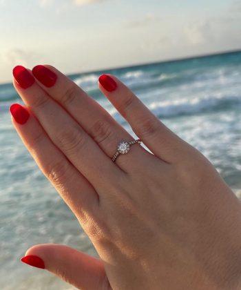 pedido surpresa em Cancún com anel de noivado em ouro 18k