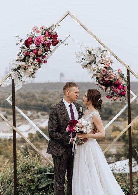 casamento com arco decorado