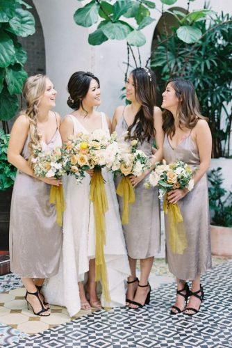 madrinhas com vestidos na cor Ultimate Grey