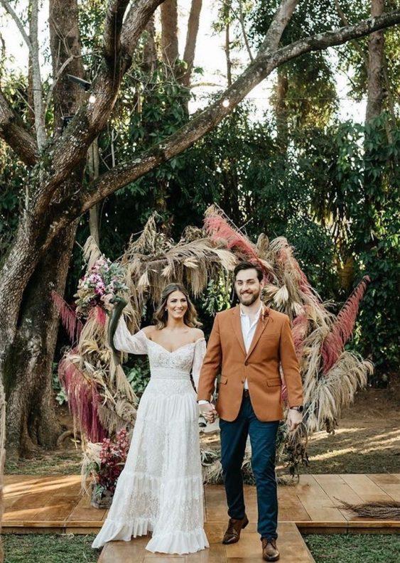 arcos com flores para casamento boho